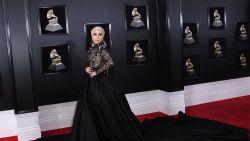 IN BEELD. Zwarte jurken en witte rozen: de meest memorabele looks van de Grammy Awards 2018