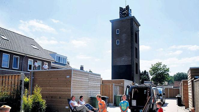 Buurtbewoners mogen de opgeknapte brandweertoren als berging gebruiken.