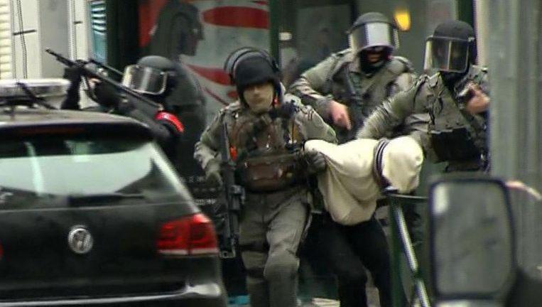 Salah Abdeslam bij zijn arrestatie in Brussel in maart 2016. Beeld ap
