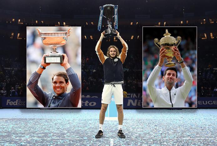Stefanos Tsitsipas met de beker die hoort bij de ATP Finals. Inzetjes: Rafael Nadal (links, winnaar van Roland Garros en US Open) en Novak Djokovic (winnaar van Australian Open en Wimbledon).