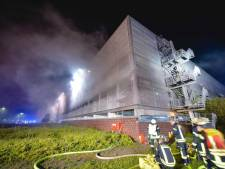 50 auto's verwoest na brand in parkeergarage van vliegveld Münster