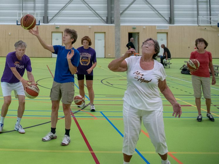 Walking basketbal ziet er zó uit