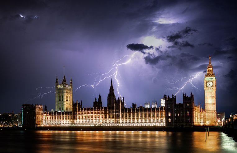 De regeringsgebouwen met de Big Ben (r) in Londen. Beeld Getty Images