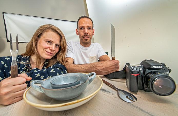 Foodfotografen Ann-Sophie Deldycke en Wesley Dombrecht in de studio van Wesley.