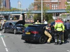 Gewonden bij botsing op Binckhorstlaan, weg naar CS tijdelijk afgesloten