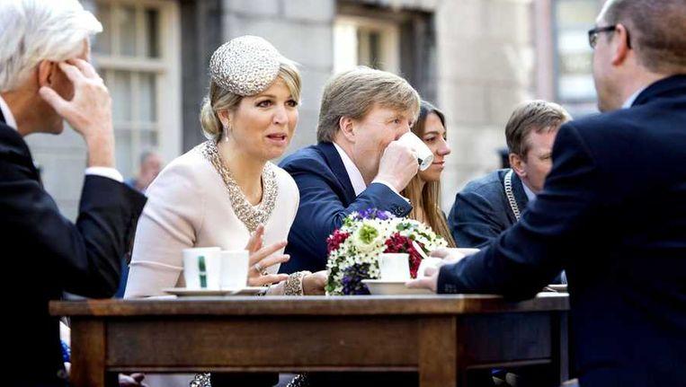 Koning Willem-Alexander en koningin Maxima tijdens een bezoek aan de stad Groningen. Beeld anp