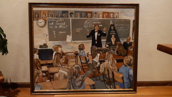 Het schilderij van een docerende Theo Lokin in een schoolklas.