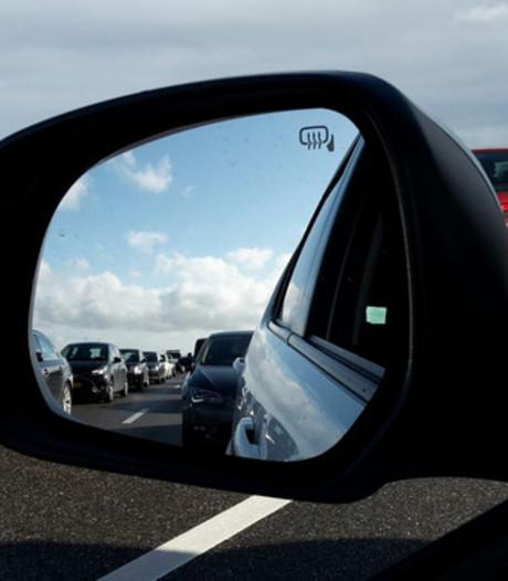 Hitte in West-Brabant: drukte op de snelweg richting stranden in Zeeland