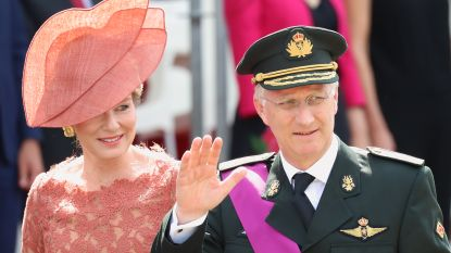 Voorkempense politie viert koninklijke huwelijksverjaardag met flitsactie