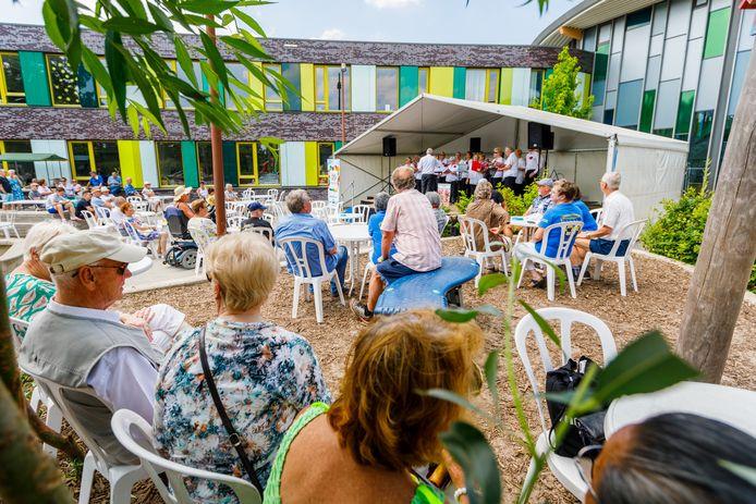 Een beeld uit 2019: het Zomerfestival rondom wijkcentrum de Symphonie in Tilburg-Noord.