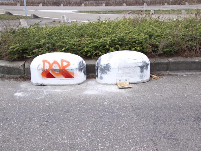 Rijkswaterstaat controleert parkeerplaats van voormalig De Wouwse Tol na overlastmeldingen.