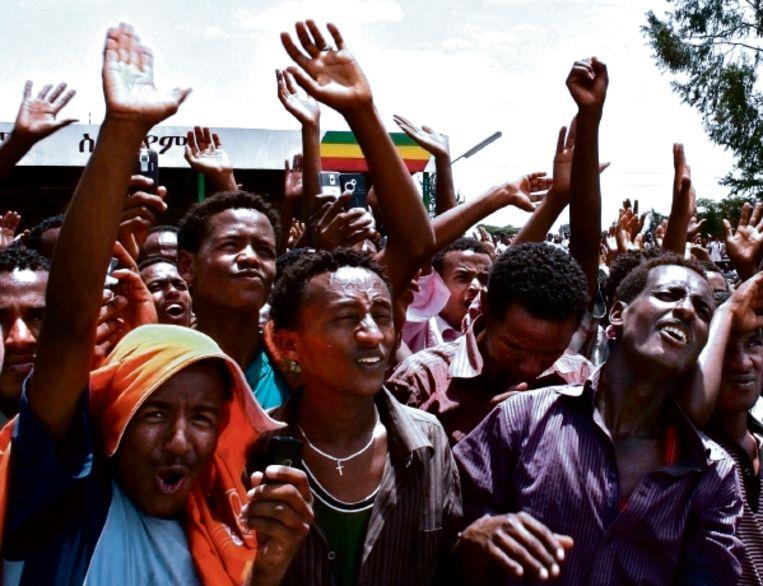 Aanhagers van Medrek, de grootste oppositiebeweging, bijeen in de Oromo-regio afgelopen zaterdag. (FOTO REUTERS) Beeld REUTERS