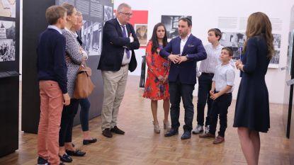 Prins Laurent bezoekt Kazerne Dossin