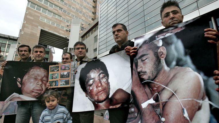 Van Anraat werd in april veroordeeld tot het betalen van 25.000 euro per slachtoffer. Eerder kreeg de zakenman een celstraf van 16,5 jaar omdat hij aan het regime van toenmalig dictator Saddam Hoessein de grondstof TDG leverde Beeld ANP