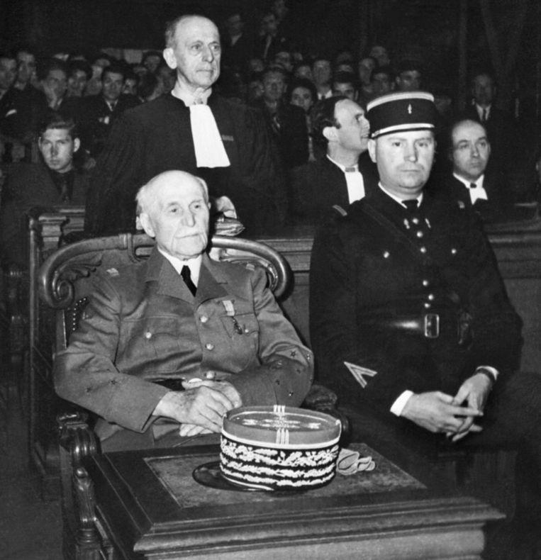 Maarschalk Philippe Pétain, hoofd van het Franse Vichybewond, tijdens het proces tegen hem aan het einde van de Tweede Wereldoorlog in Parijs. Beeld AFP