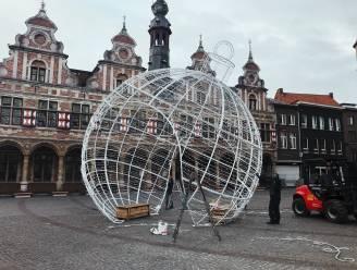 Gigantische kerstbal op de Grote Markt