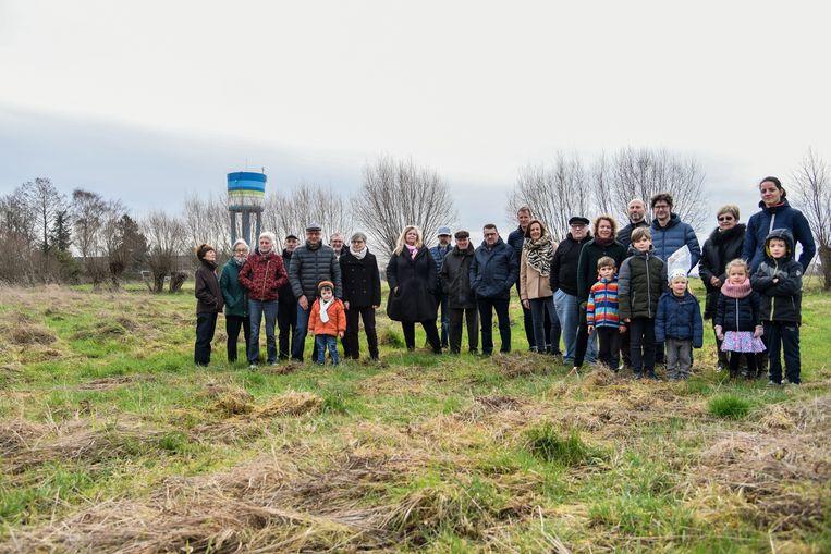 Buurtbewoners verzamelen zich in protest tegen de plannen voor Gursten Velt.