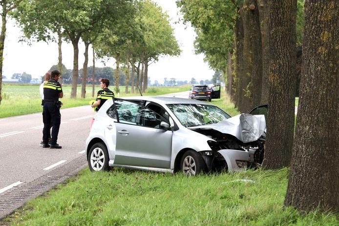 Een automobilist is vanmiddag gewond geraakt bij een ernstig ongeval op de Hannie Schaftweg (N351) bij Emmeloord.