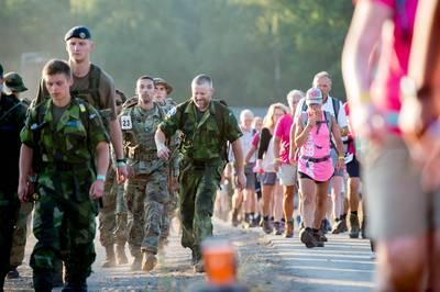 Maas en Waal kleurt roze op dag twee van de Vierdaagse