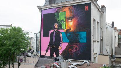 """Antwerpse kunstenaar maakt afbeelding van Matthias Schoenaerts op Leopoldplaats: """"In het thema van zijn rol in The Old Guard"""""""