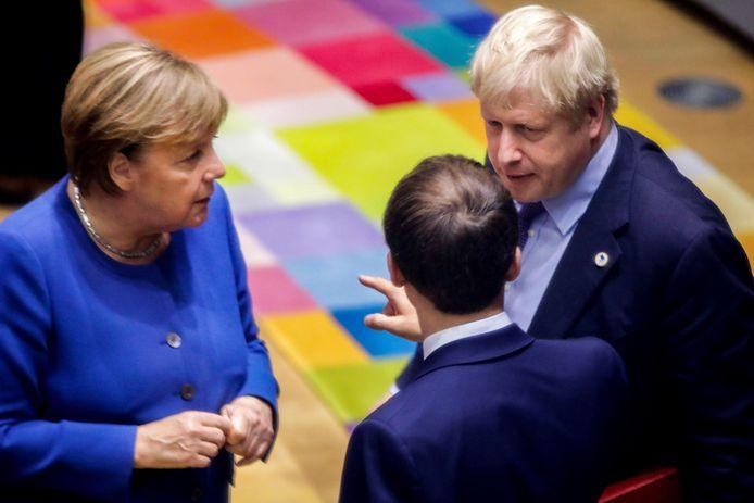 Angela Merkel (à gauche), Boris Johnson (à droite) et Emmanuel Macron (au milieu).
