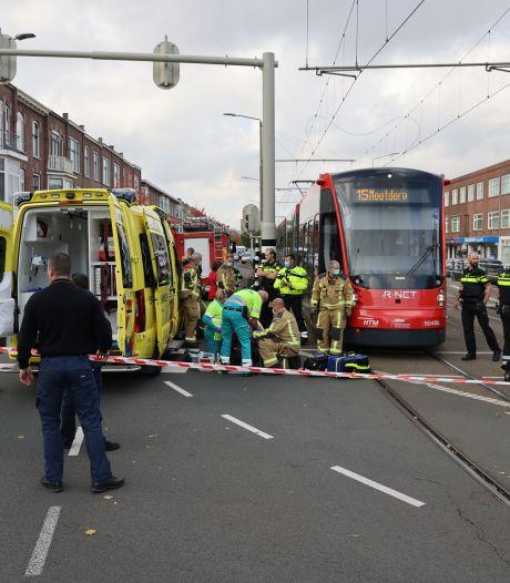 Gewonde na aanrijding met tram 15, slachtoffer naar het ziekenhuis