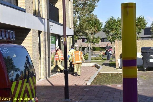 De brandweer inspecteert het gebouw, maar vindt geen gaslek.