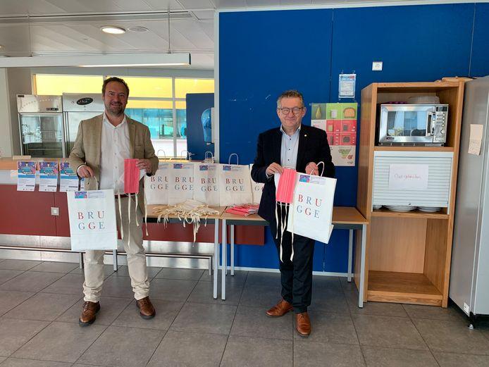 Schepen Pablo Annys en burgemeester Dirk De fauw roepen de Bruggelingen op om mee te helpen.