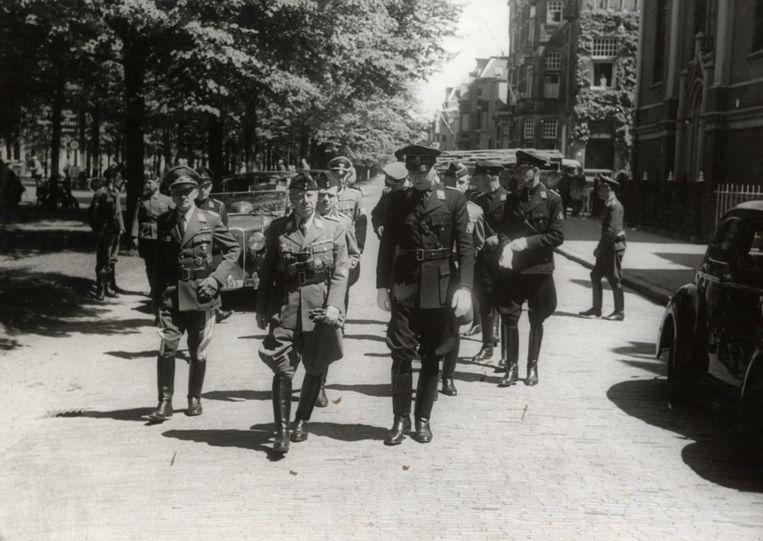 1941: NSB'ers op de Maliebaan, waar ook het NSB-hoofdkantoor was gevestigd. Beeld collectie Het Utrechts Archief