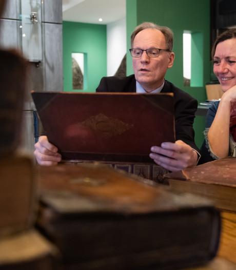 Taxatie van oude boeken in Made: 'Oudste is niet per se de kostbaarste'