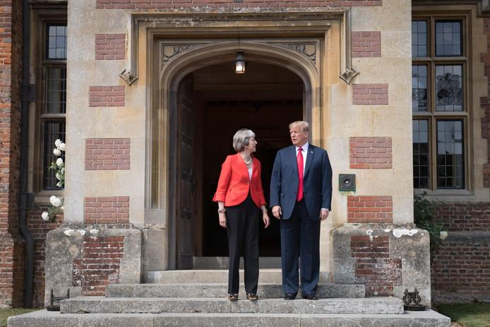 Donald Trump (R) en premier Theresa May (L) ontmoetten elkaar vandaag.