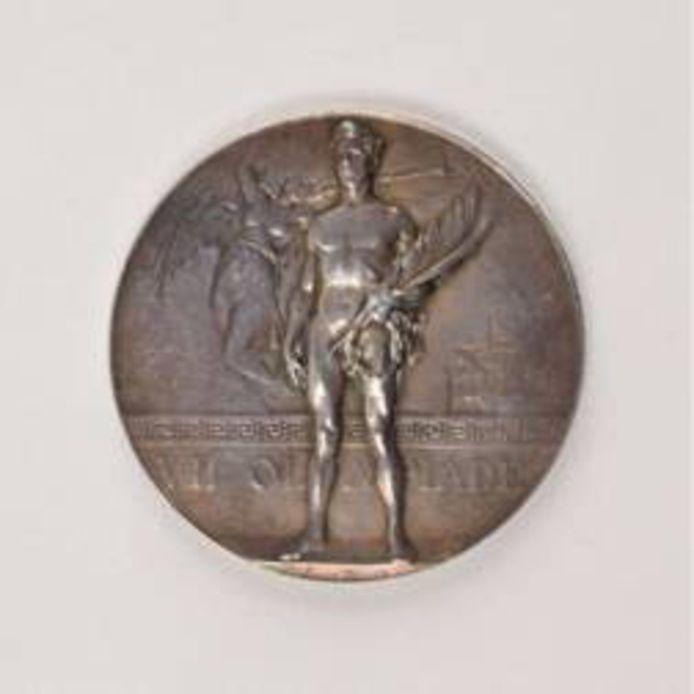 Zo ziet de echte medaille van de Olympische Spelen in Antwerpen eruit.