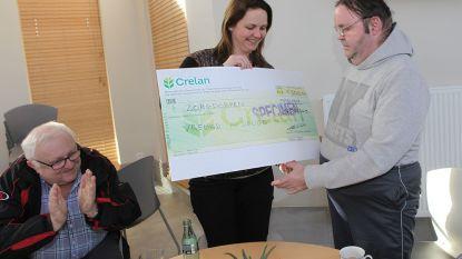 Toneelvereniging Vreugd in Deugd schenkt 1.500 euro aan Zorgdorpen