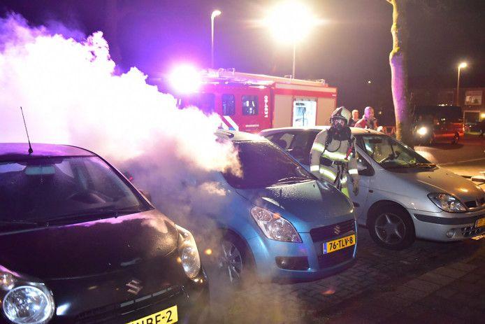 Een auto brandde uit op de Detmoldstraat in Hoograven.