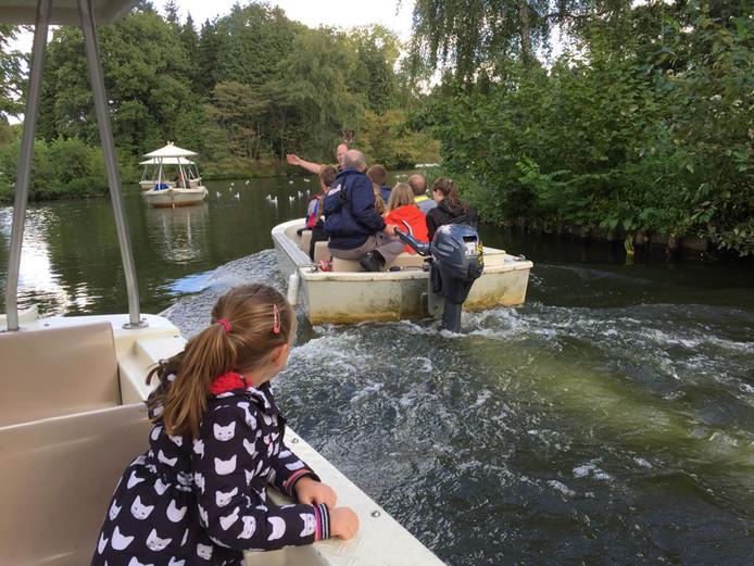 Bezoekers Efteling uit bootjes gehaald door storing.
