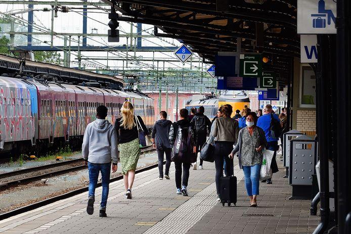 roosendaal - 20200702 - pix4profs/petervantrijen.ns station .instappen