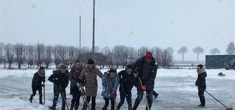 Nieuwe ijsbaan is nog maar een week klaar: schaatspret in Nederhemert