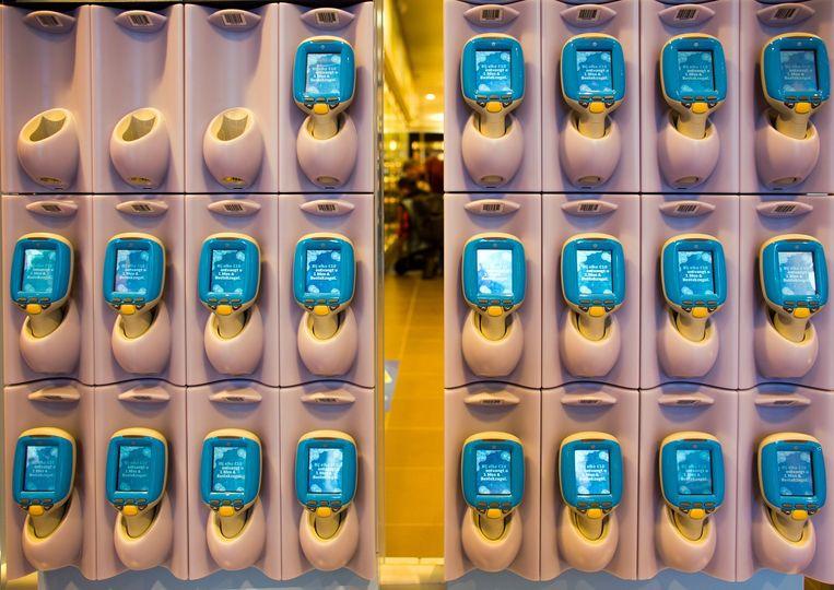 Er bestaan geen kassa's in deze supermarkt Beeld Ton Koene