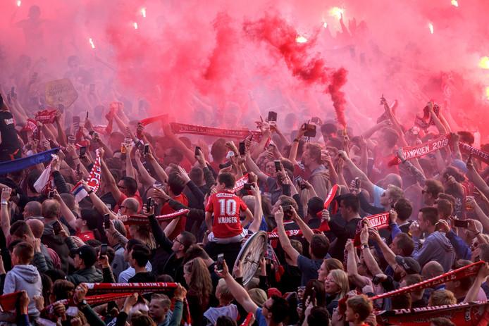 De supporters van FC Twente tijdens de huldiging