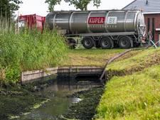 Dode vissen en stankoverlast door vervuiling in Wierdense Aa