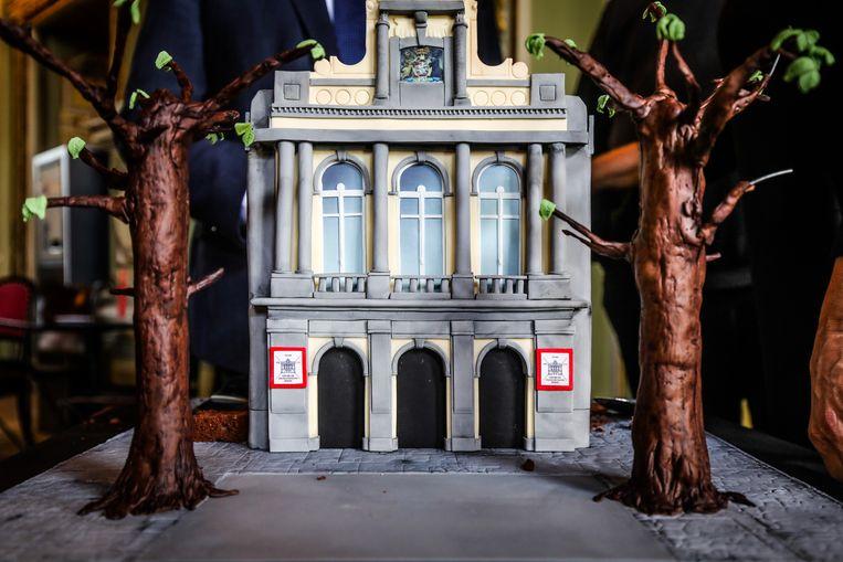 Een lekker stukje Stadsschouwburg-taart. Op het plein voor de cultuurzaal komt het URB EGG-café.