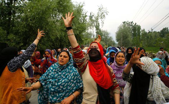 Protest in Kashmir: demonstranten willen gerechtigheid voor het 3-jarig slachtoffer van verkrachting