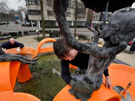Woerdense fontein Spelende Kinderen vernield