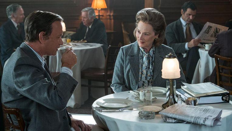 Meryl Streep als Kay Graham naast Tom Hanks in The Post. Beeld null