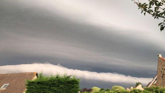 Ook iets verderop, in Stasegem, was de shelf cloud te zien.