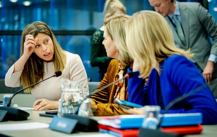 Minister Schouten (Landbouw, Natuur en Voedselkwaliteit), minister Van Nieuwenhuizen (Infrastructuur en Waterstaat) en minister Van Veldhoven (Milieu en Wonen) tijdens een debat over de stikstofwet.