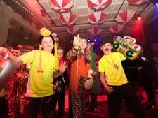 Carnavalesk 'Proud to be fout' in de burcht van On-Ganse