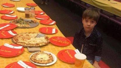 Teddy (6) nodigt 32 klasgenootjes uit voor verjaardagsfeestje, maar niemand daagt op. Dan komt het internet in actie
