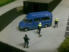 Politiepup Bumper ontmoet zijn evenbeeld in Miniworld
