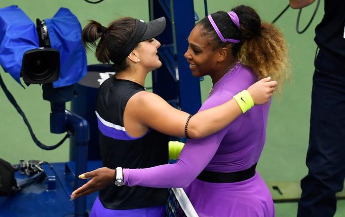 Serena Williams feliciteert Bianca Andreescu met de US Open-titel.